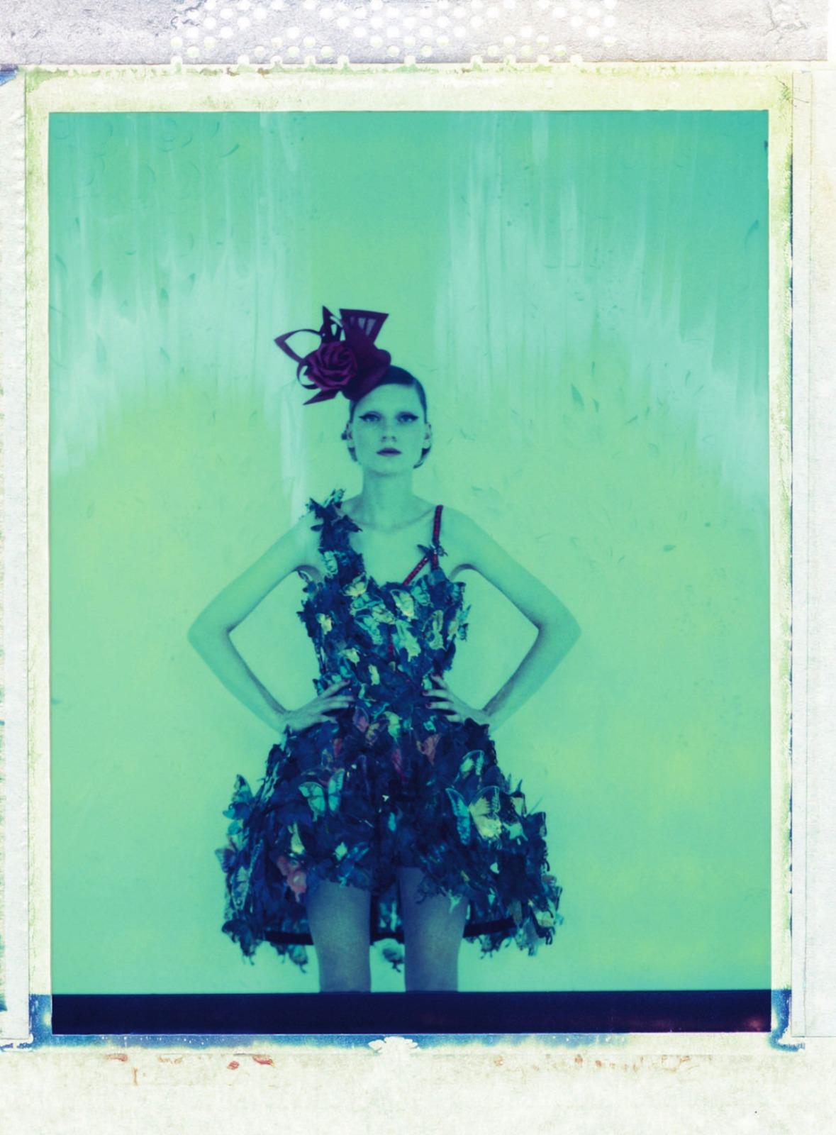 ella-kandyba-maria-loks-for-uk-harpers-bazaar-may-2013-3