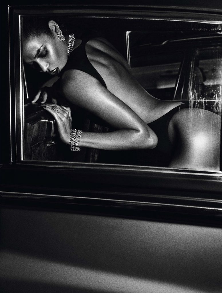 Photo JOAN SMALLS FOR VOGUE PARIS JUNE/JULY 2013 BY MARIO SORRENTI