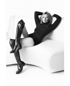 kate-moss-by-mario-testino-for-stuart-weitzman-fall-winter-2013-2014-campaign-1