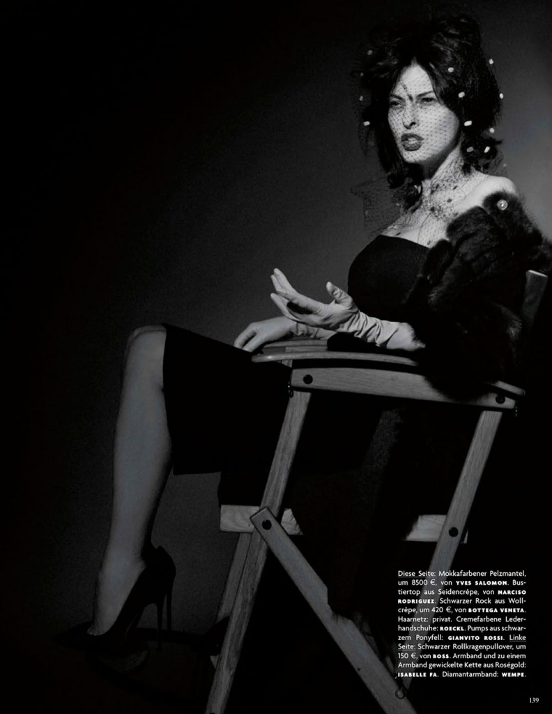 linda-evangelista-by-karl-lagerfeld-for-vogue-germany-july-2013-3