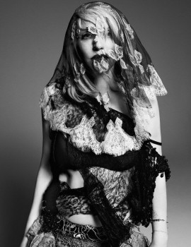 courtney-love-by-paola-kudacki-for-garage-magazine-issue-5-1