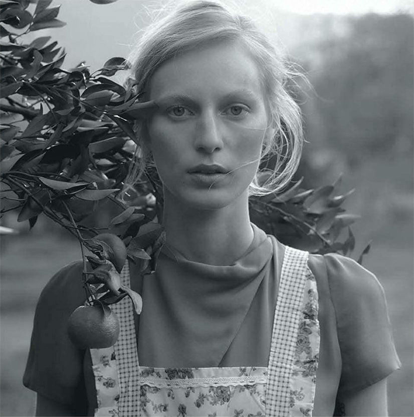 julia-nobis-for-vogue-australia-october-by-stephen-ward-2