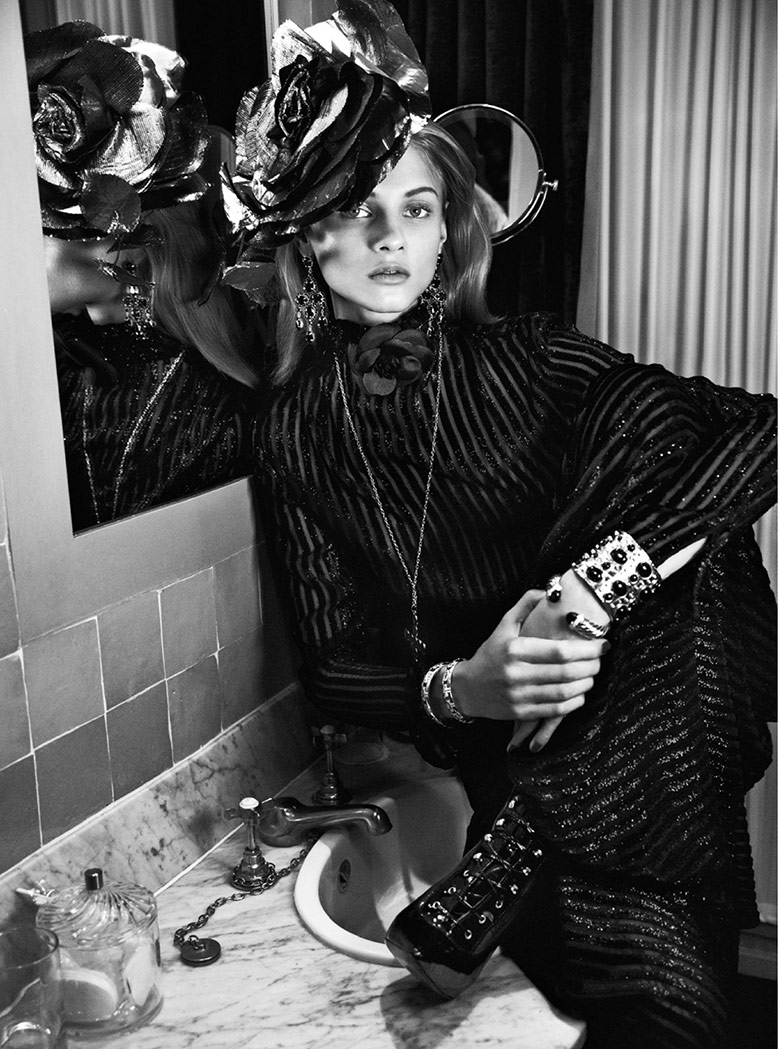 Photo Anna Selezneva by Lachlan Bailey for Vogue Paris December 2013