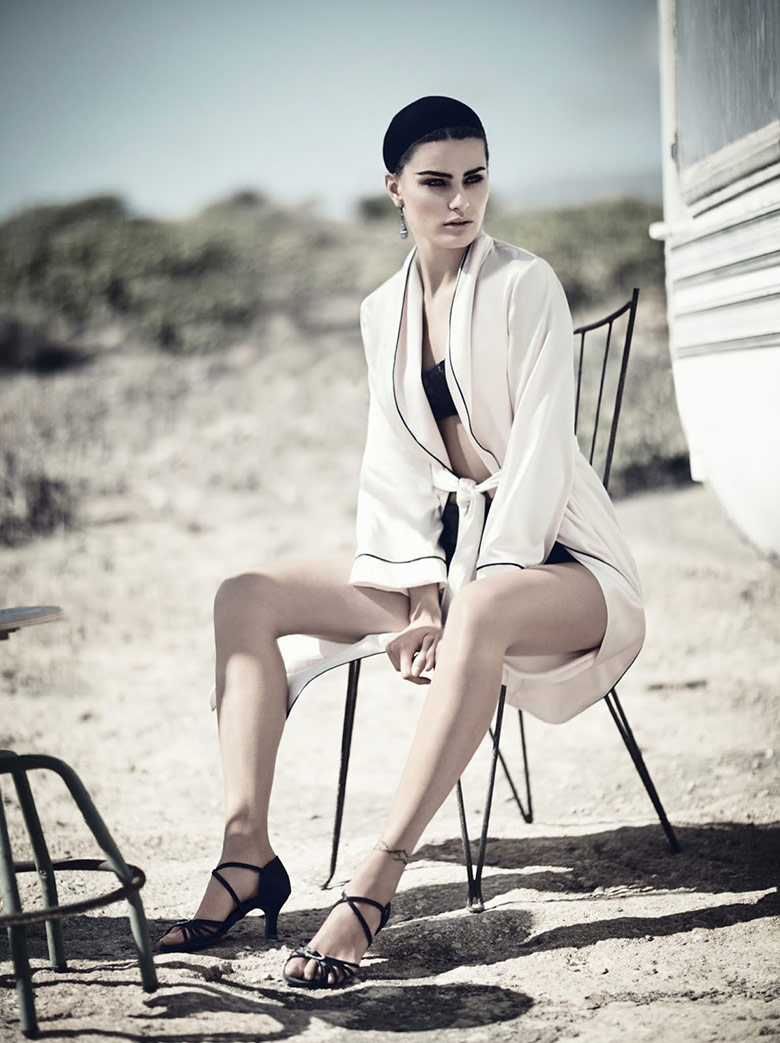 Photo Isabeli Fontana in a glamorous nature for Vogue China April 2014