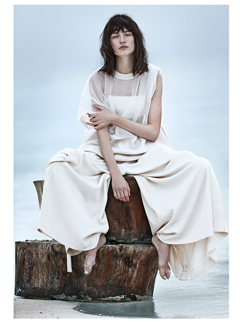 Photo Jacquelyn Jablonski in a sandy story for Vogue Russia