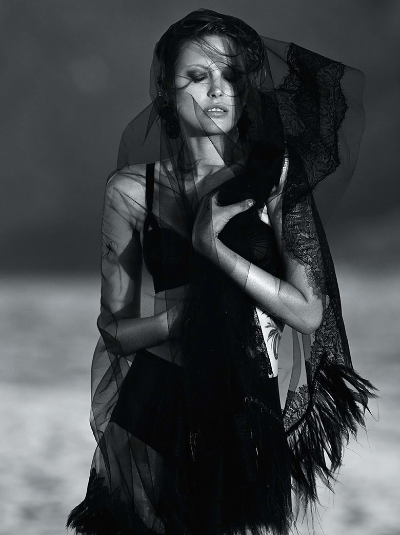 Photo Catherine McNeil by Gilles Bensimon for Vogue Australia October 2014