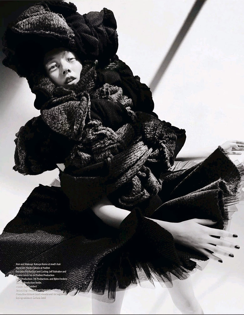 Photo Yumi Lambert by Mario Testino for Vogue Japan November 2014