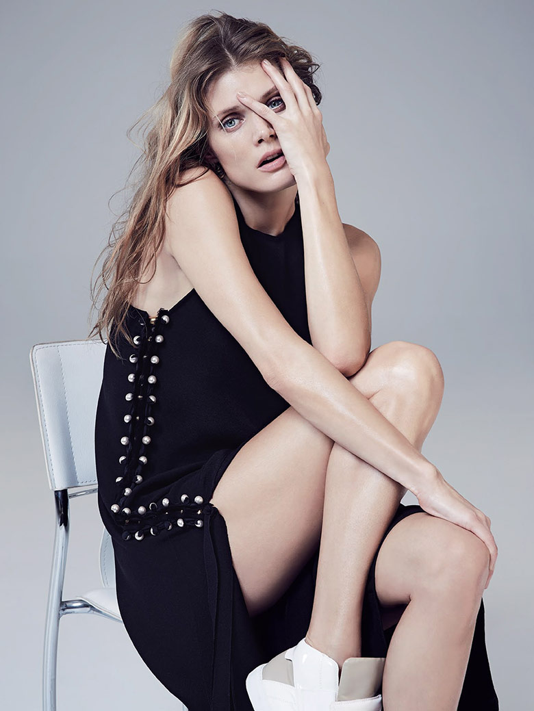 malgosia-bela-vogue-australia-april-2015-1