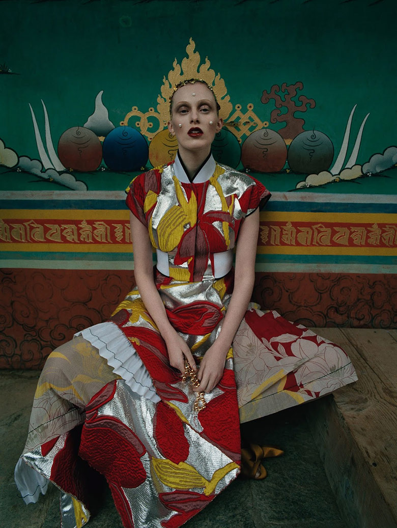 Photo Karen Elson by Tim Walker for Vogue UK May 2015
