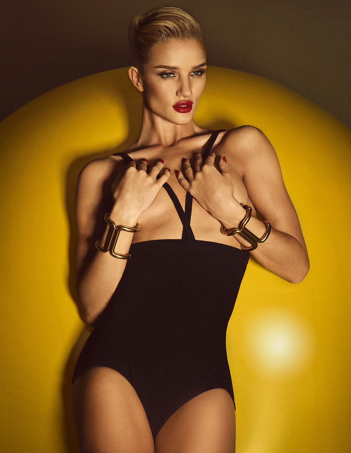Photo Rosie Huntington Whiteley for Lui June 2015