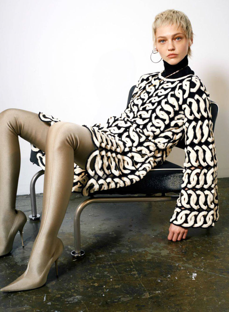 sasha-pivovarova-collier-schorr-vogue-paris-5