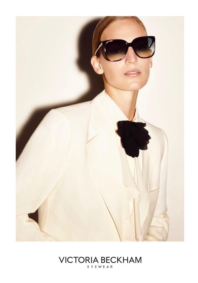 vanessa-axente-victoria-beckham-eyewear-2020-1